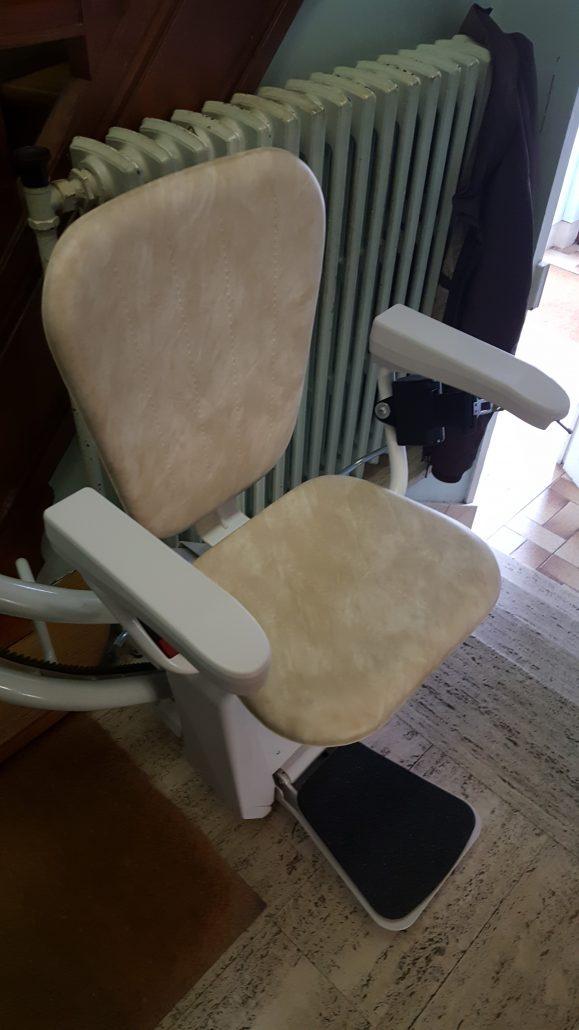 fauteuil monte escaliers chaise l vatrice pour escalier courb lehner alpha ascenseur. Black Bedroom Furniture Sets. Home Design Ideas