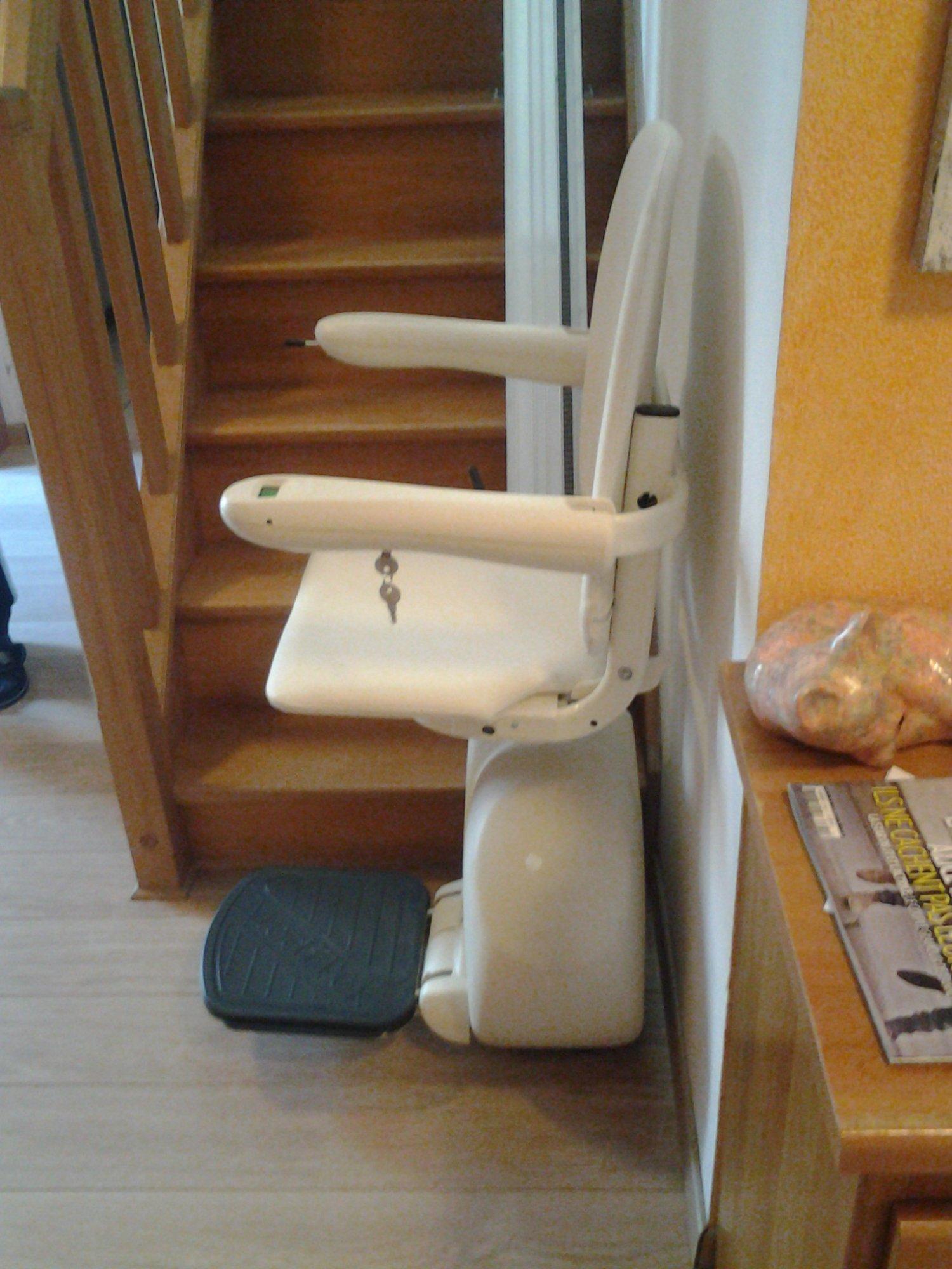 fauteuil pour escalier droit meditek e120 120 kg ascenseur modernisation service. Black Bedroom Furniture Sets. Home Design Ideas