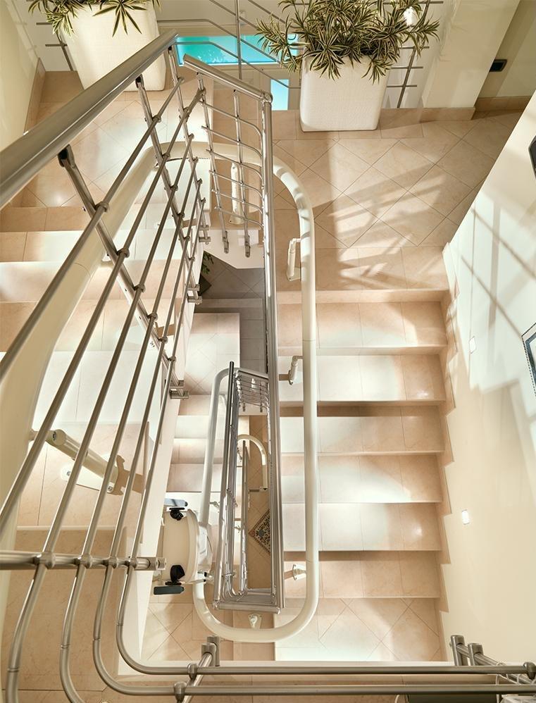fauteuil pour escalier courb vimec capri ascenseur modernisation service. Black Bedroom Furniture Sets. Home Design Ideas